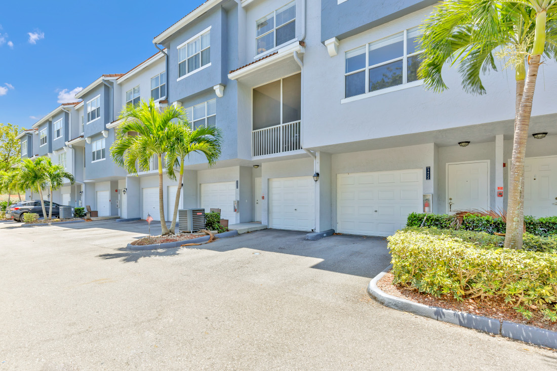 Exterior View at Windsor Castle Apartments in Coral Springs, Florida