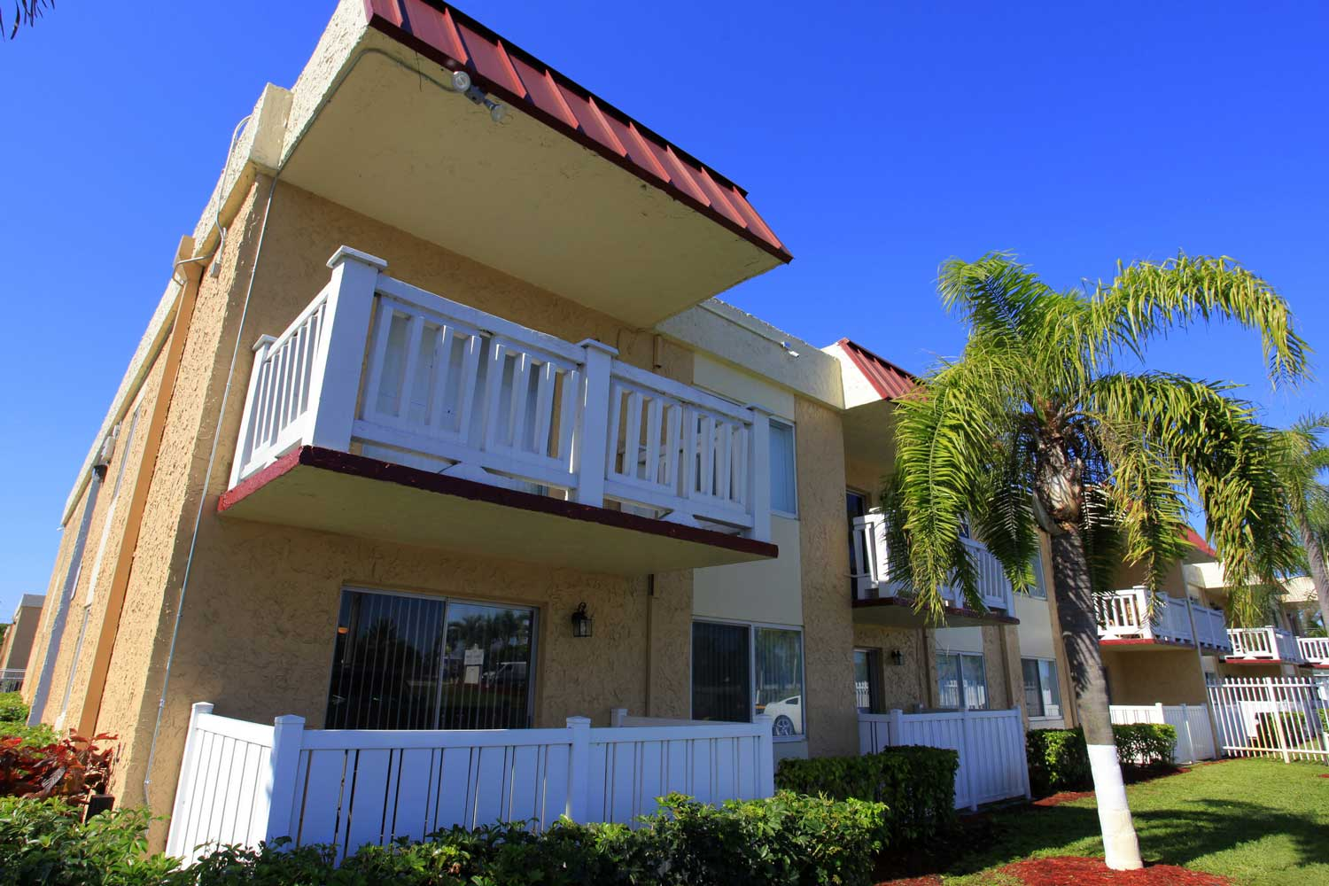 Apartments for Rent at Windsor Forest Apartments in Pompano Beach, FL