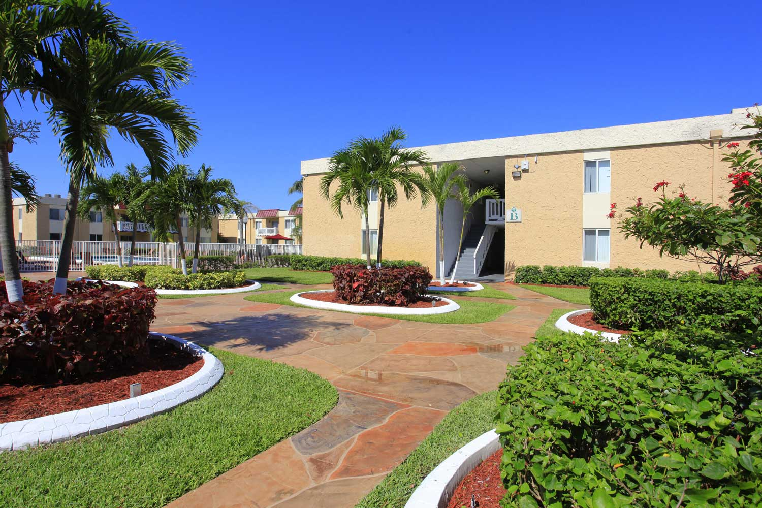 Manicured Landscaping at Windsor Forest Apartments in Pompano Beach, FL