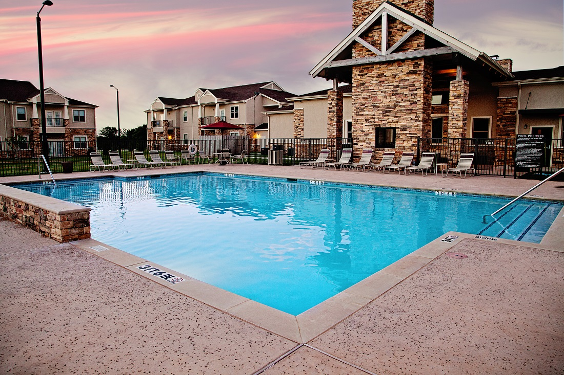 Sparkling Pool at the Central Park at Winstar Village Apartments in Thackerville, OK