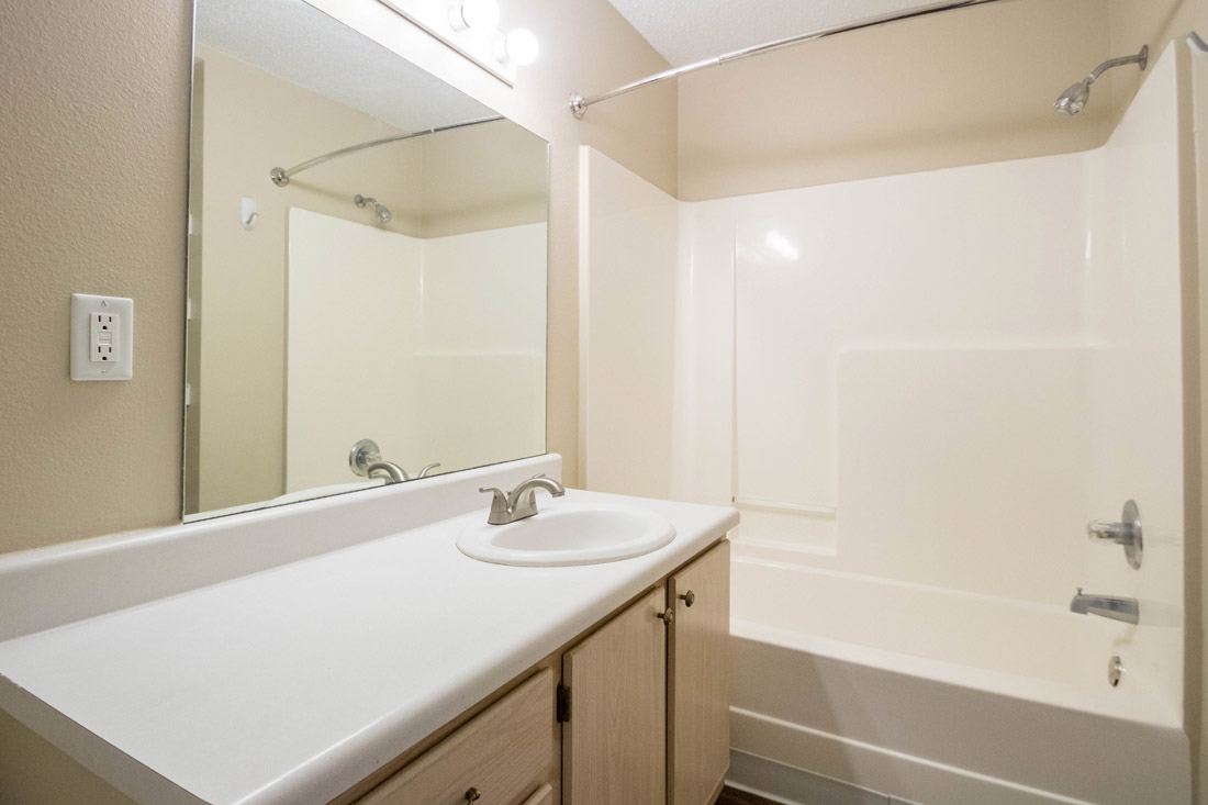 Bathrooms with Shower & Tub Combo at Woodbury Heights Apartments in Sioux City, IA