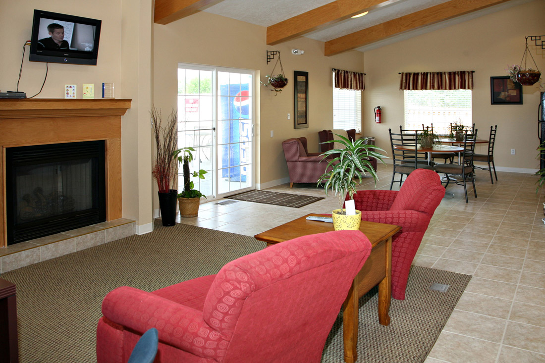 Clubhouse with Full Kitchen at Woodbury Heights Apartments in Sioux City, IA