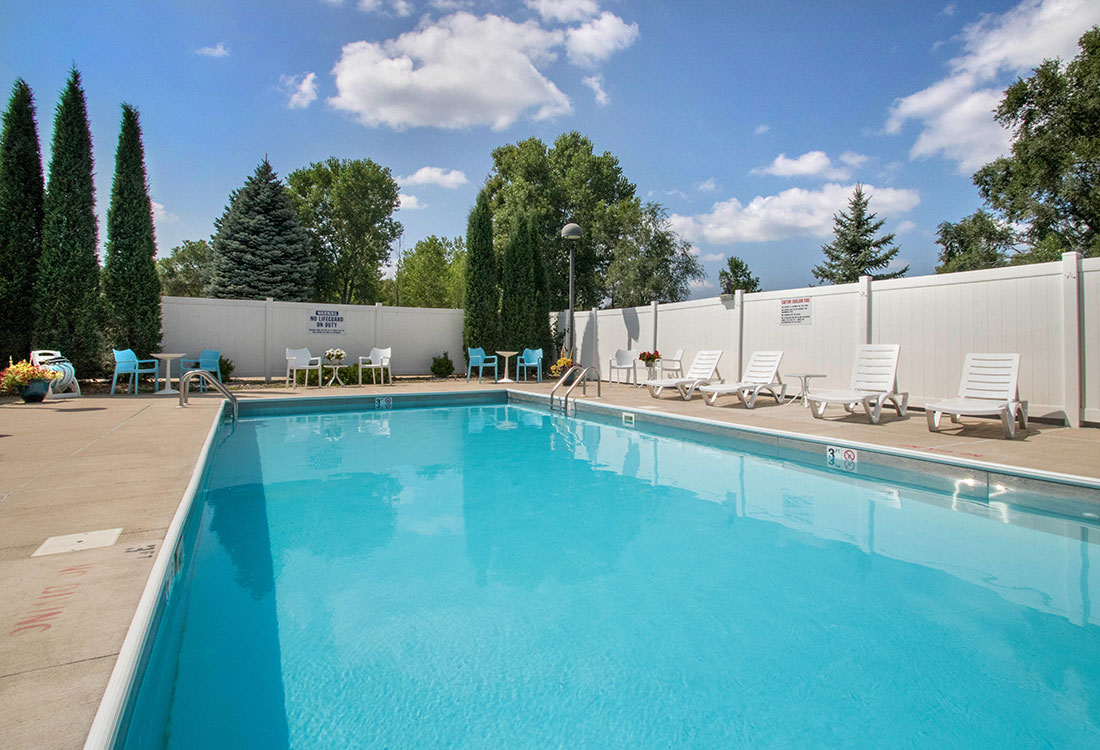 Outdoor Swimming Pool at Woodbury Heights Apartments in Sioux City, IA