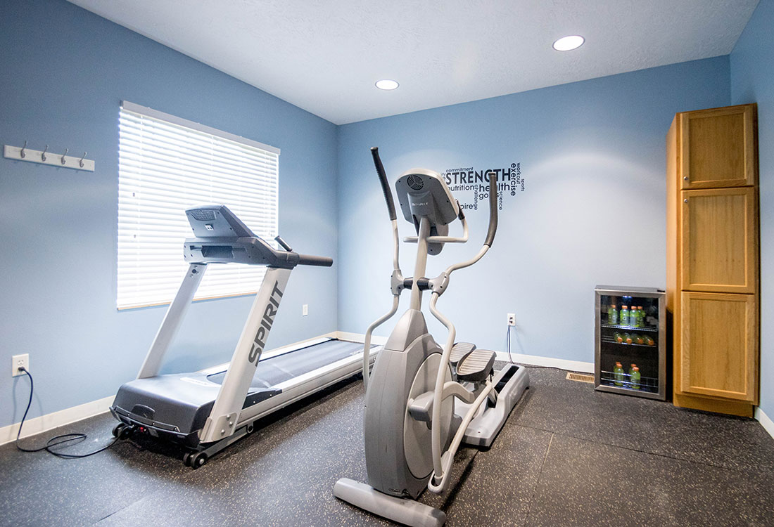 Fully-Equipped Fitness Center at Woodbury Heights Apartments in Sioux City, IA