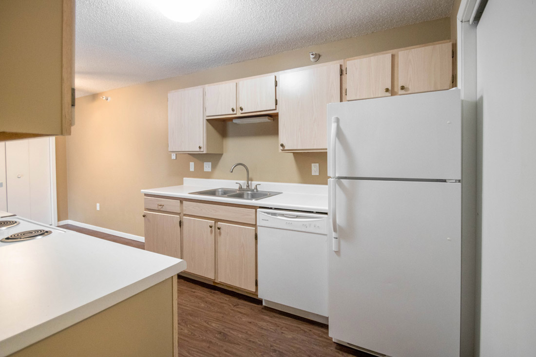 White Appliances Provided at Woodbury Heights Apartments in Sioux City, IA