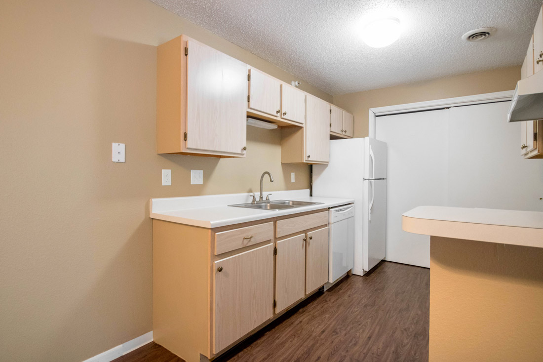 Kitchen at Woodbury Heights Apartments in Sioux City, IA