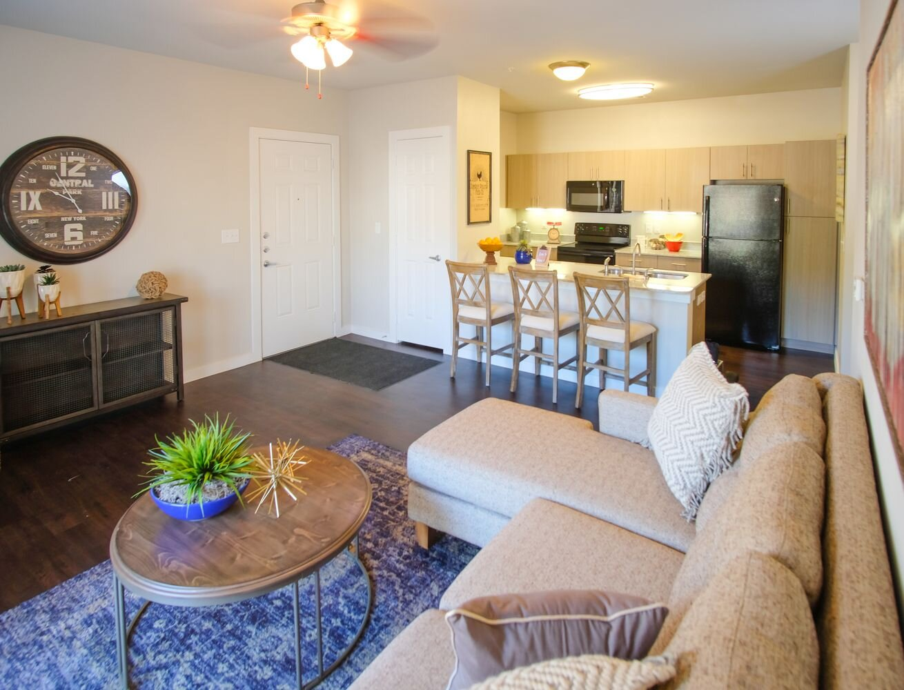 Maintenance-Free Lifestyle at Woodcreek Apartments in Woodcreek, Texas