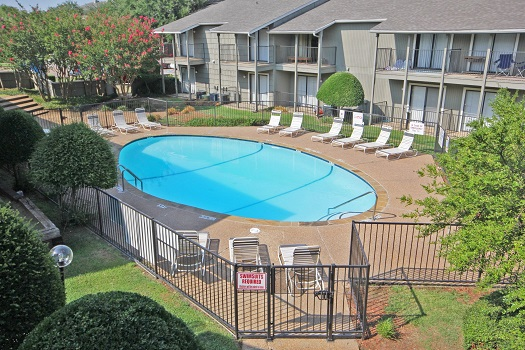 Relaxing Green Spaces at The Woodlands Apartments in Fort Worth, Texas