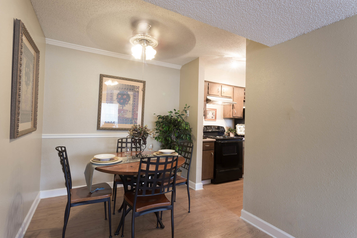 Dining Area at Woodlands Apartments in Odessa, Texas