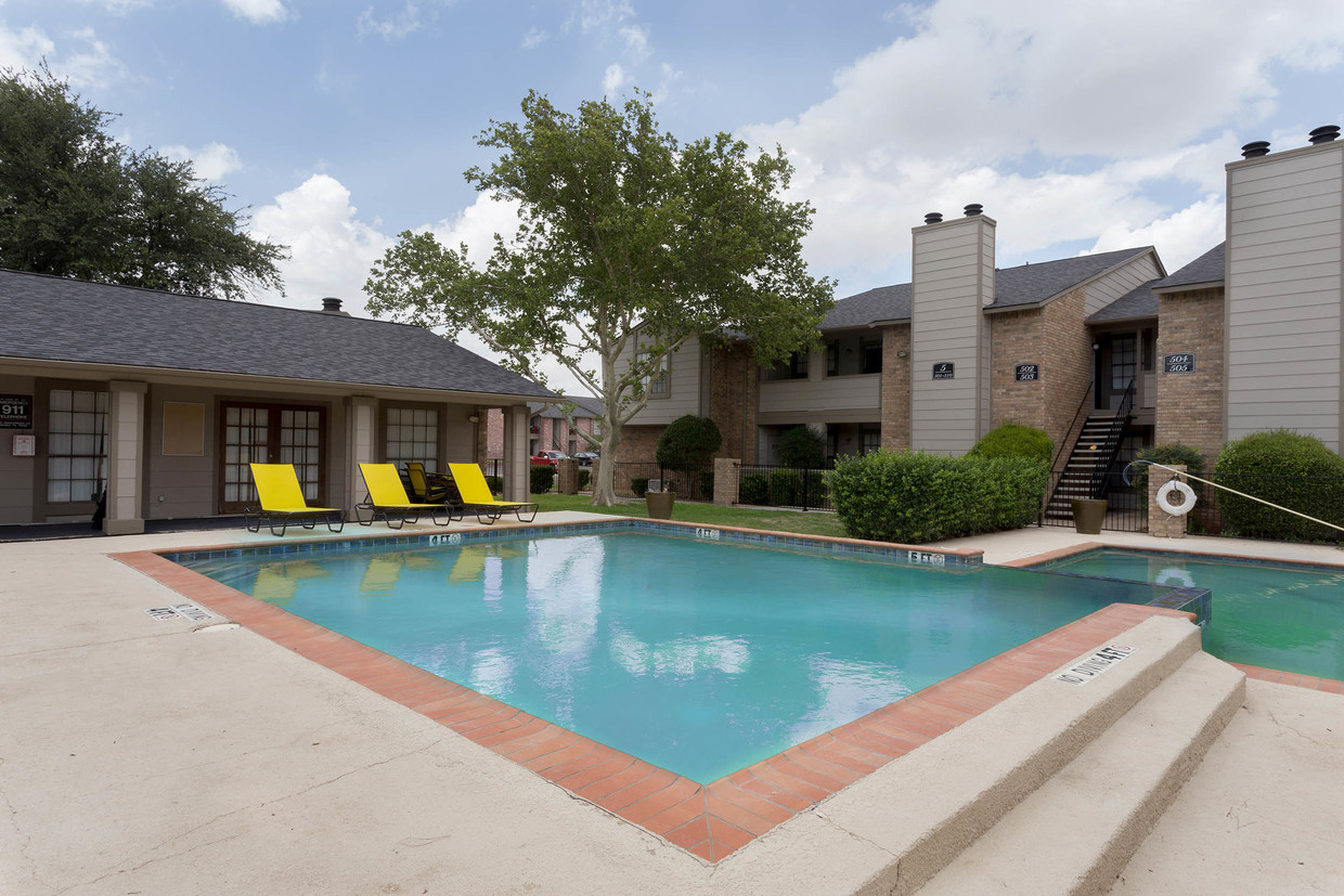Relaxing Community at Woodlands Apartments in Odessa, Texas