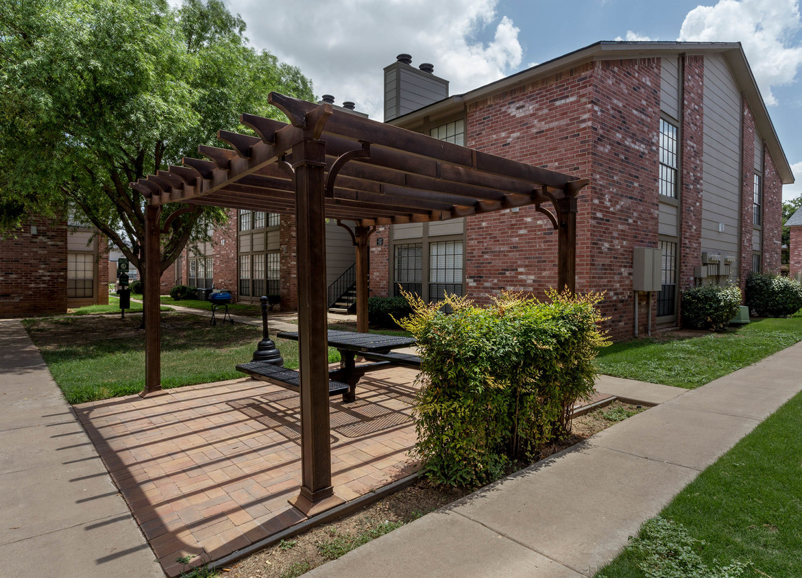 Picnic Areas at Woodlands Apartments in Odessa, Texas
