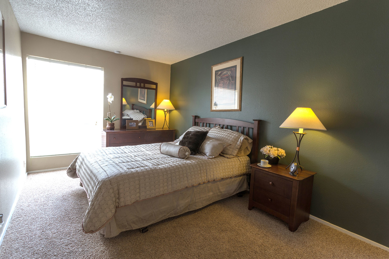 Plush Carpeting at Woodlands Apartments in Odessa, Texas
