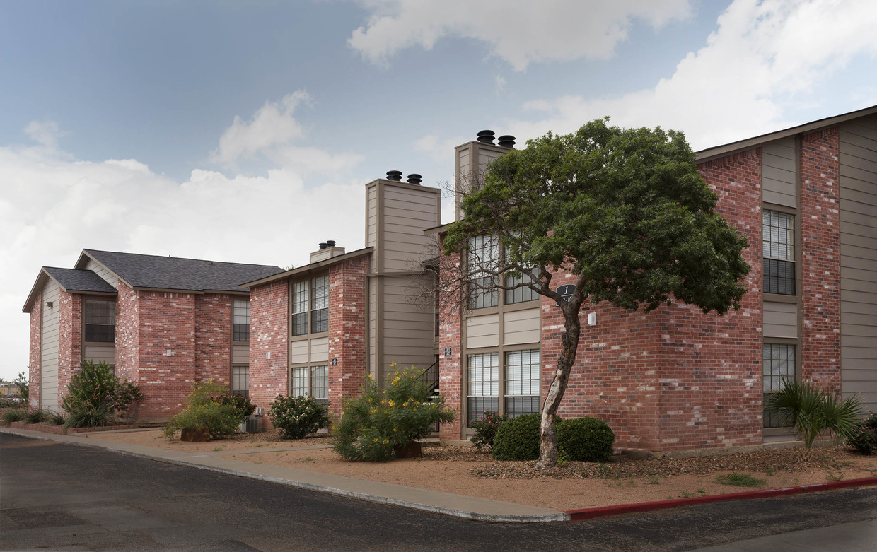 Conveniently Located Apartment Homes at Woodlands Apartments in Odessa, Texas