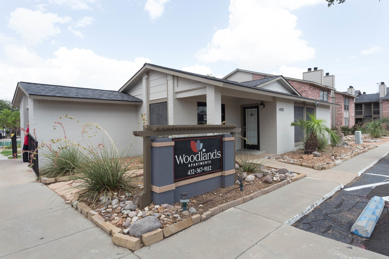 Professional Management at Woodlands Apartments in Odessa, Texas