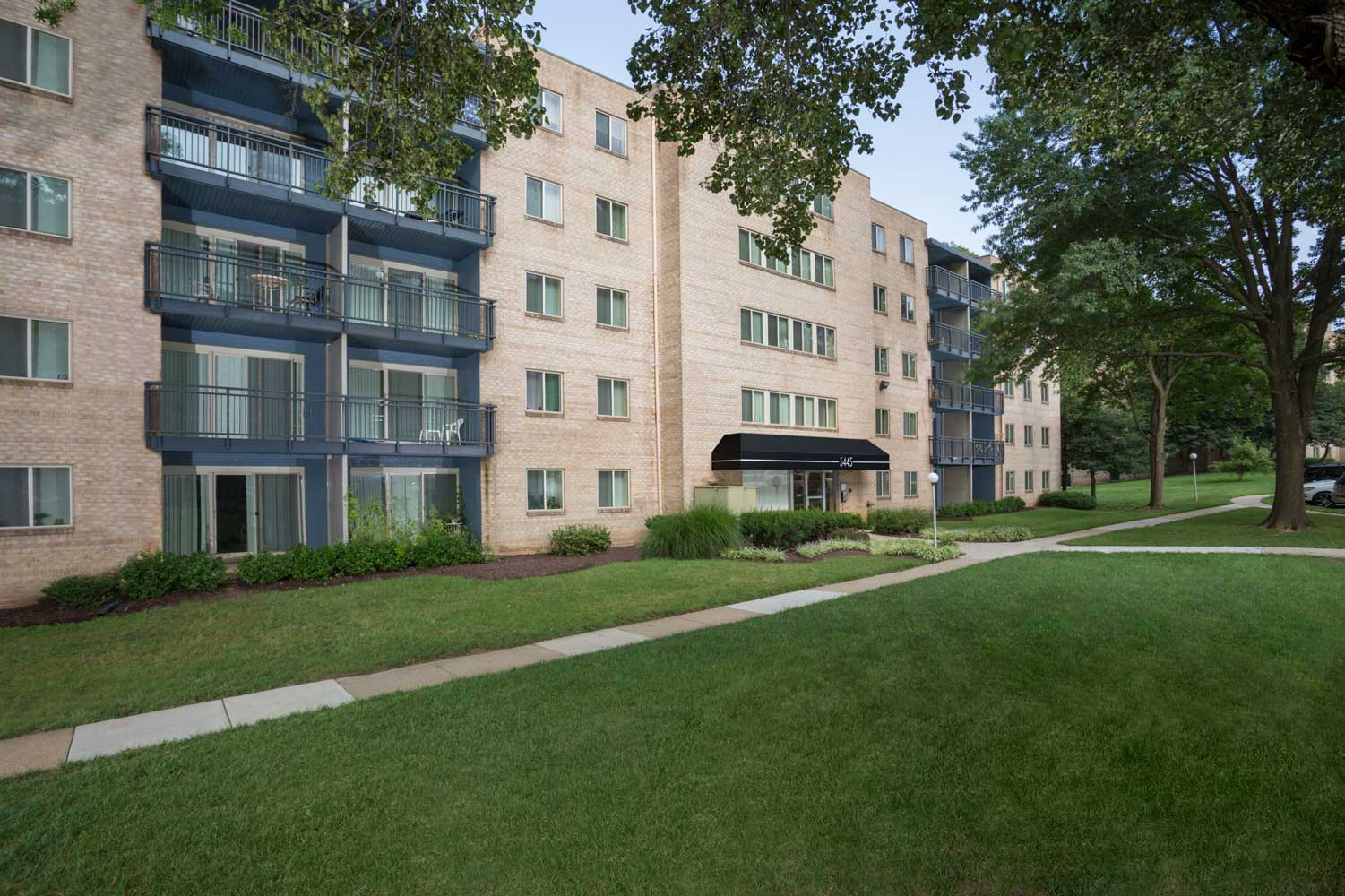 Mid-rise style building at Woodmont Park Apartments in Alexandria, VA