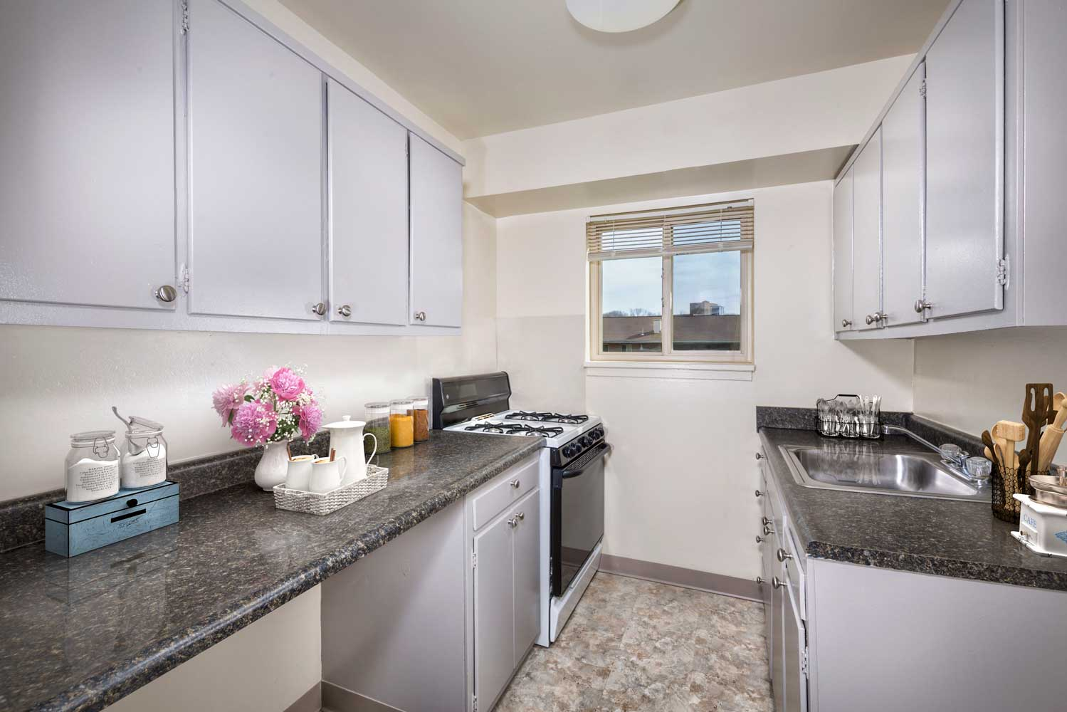 Kitchen  with gas range at Woodmont Park Apartments in Alexandria, VA