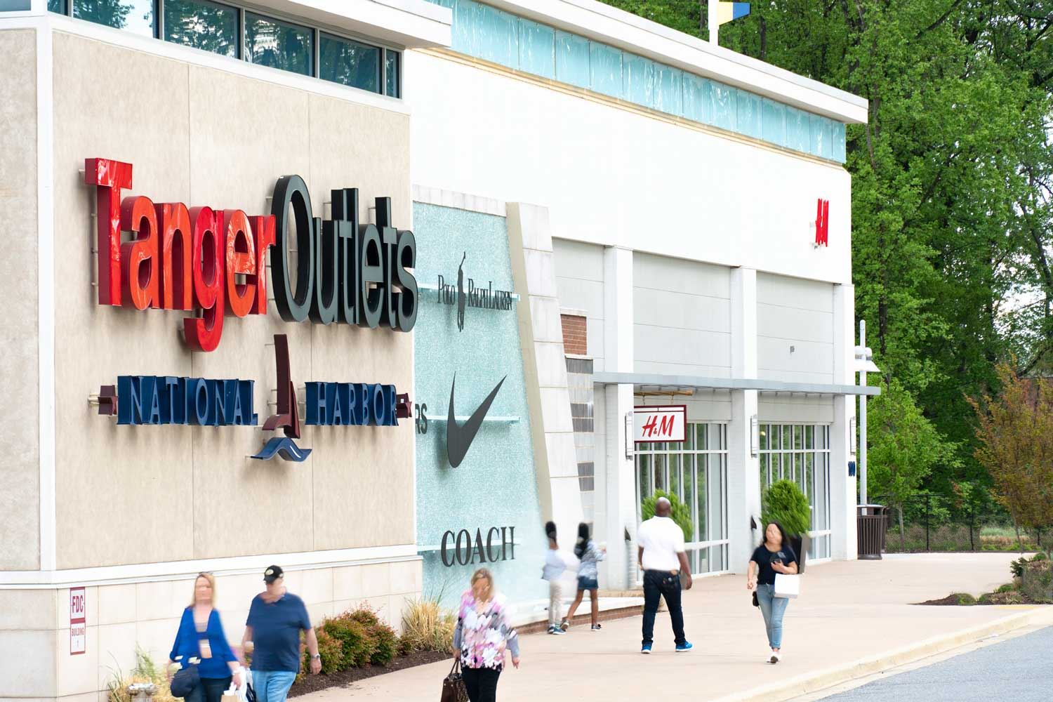 20 minutes to Tanger Outlets National Harbour
