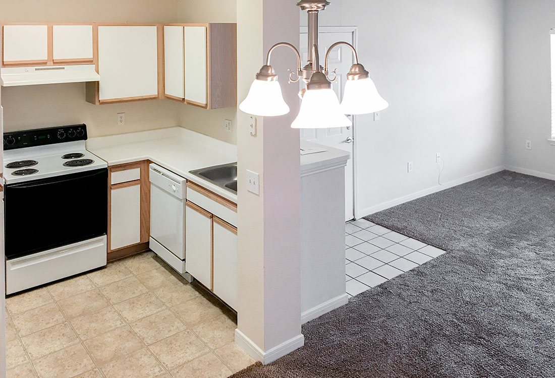 Classic-Style Kitchen at the Wyndham Apartments in Lubbock, TX.